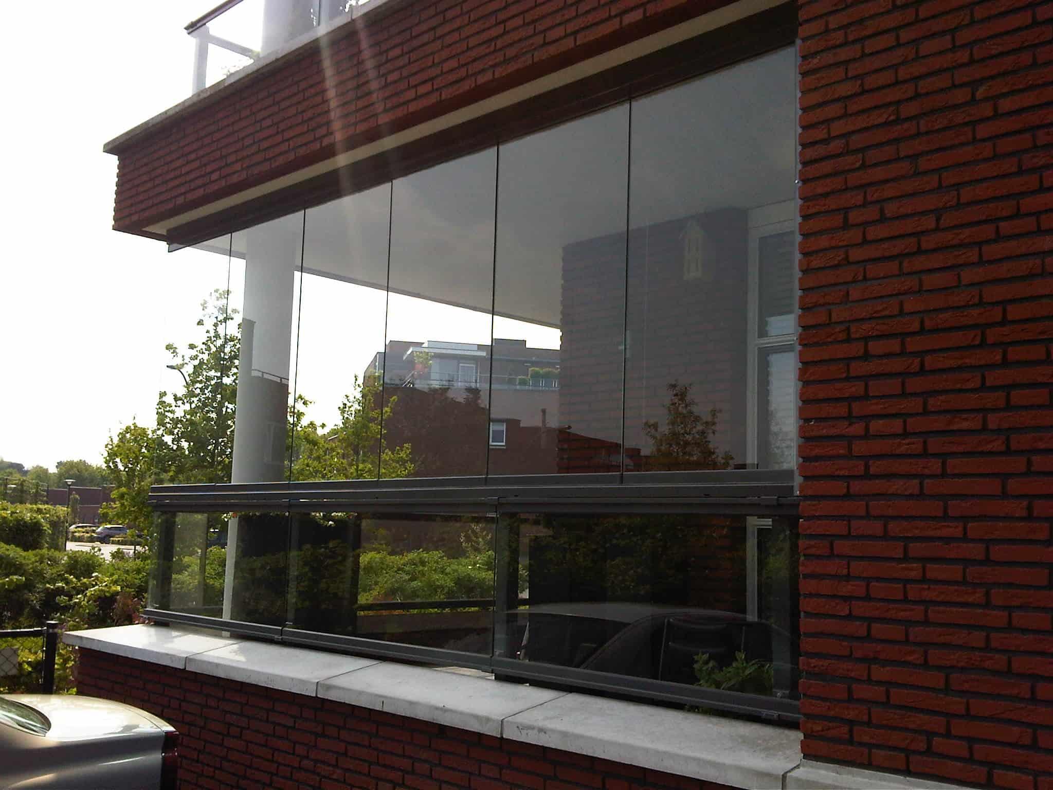 De Balkonbeglazer | Maatwerk voor elk balkon