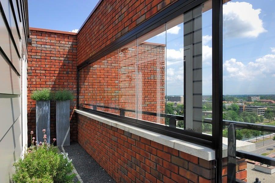 Balkon met glas